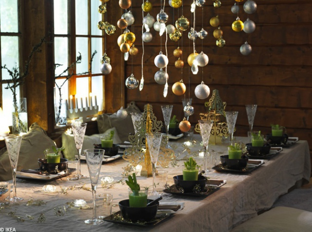 The decoration of the christmas table blog h tel for Table ronde en bois ikea