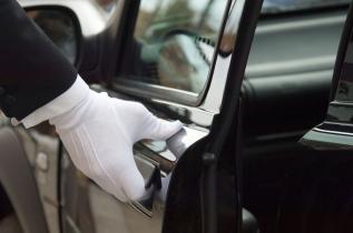Luxury-Limousine-Service-1